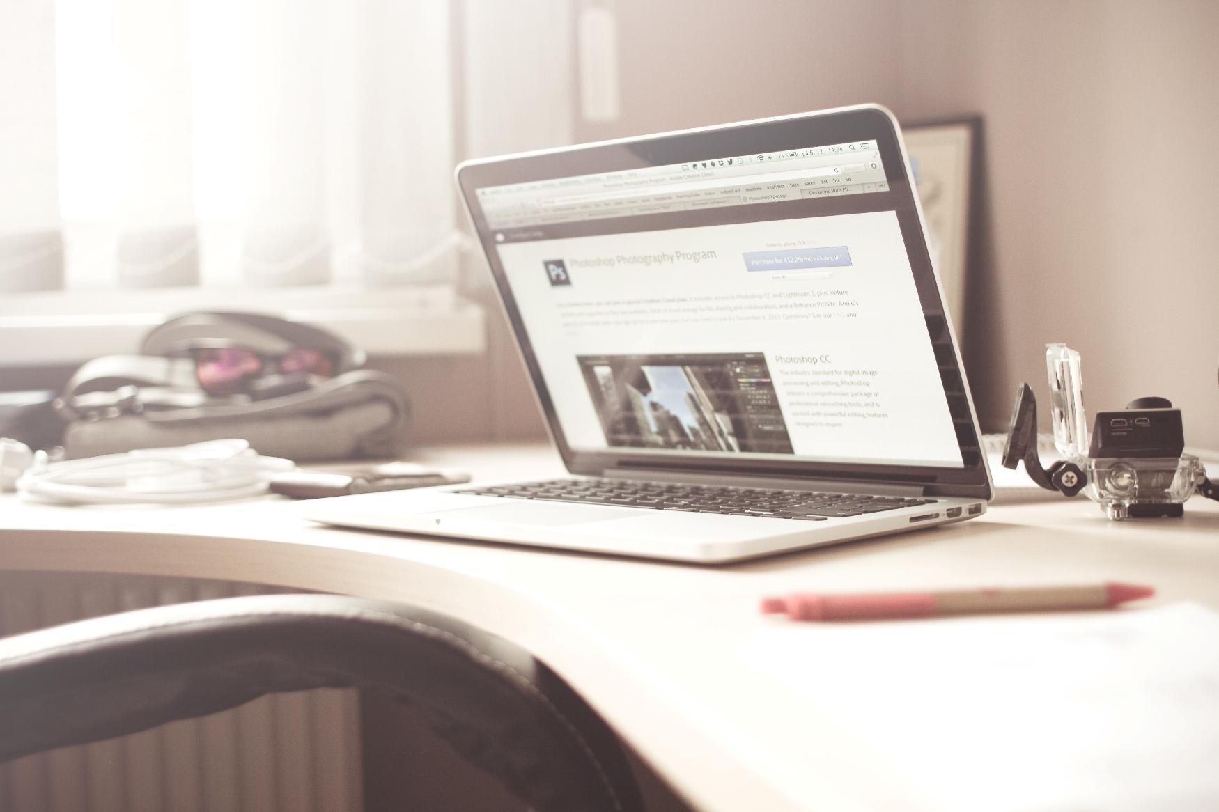 белый ноутбук. Ремонт ноутбуков на дому