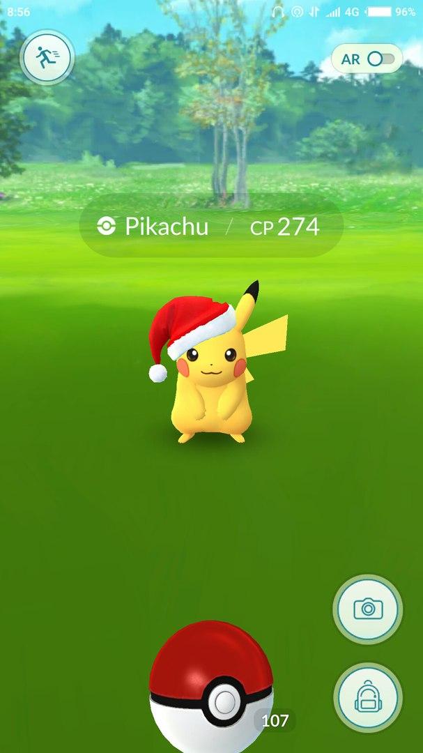 Новогоднее обновление в Pokemon GO. Ловля Пикачу в колпаке